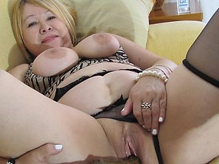 hot mature lady can't help her self and has to masturbate