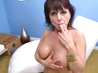 mature mom fucked