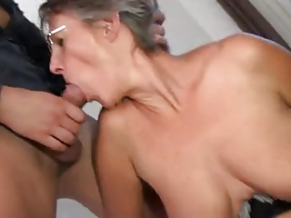 FRENCH MATURE n11  mom in threesome anal dp